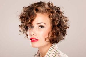 Как сохранить здоровье кудрявых волос