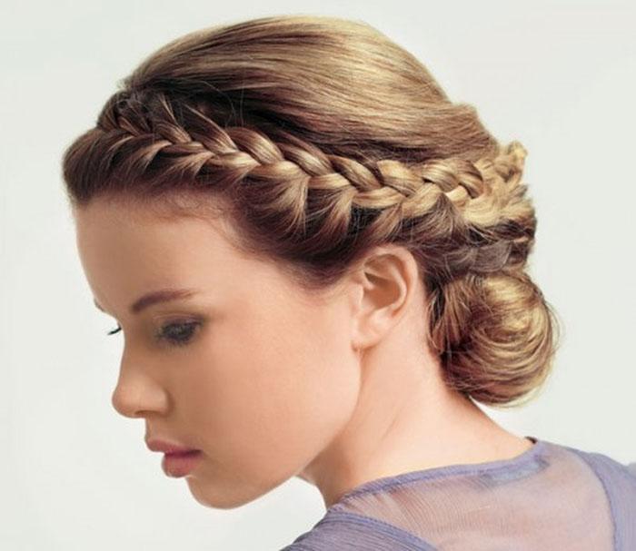 Фото прически на средние волосы с колоском