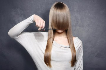как подстричь челку самой
