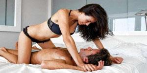 Как правильно заниматься сексом во время месячных