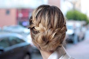 Как сделать быстро косы и пучки на средние волосы