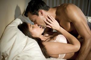Секс в постеле замужняя женщина и мужчина фото фото 291-379
