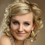 Праздничные прически на средний волос: как стать королевой любого торжества