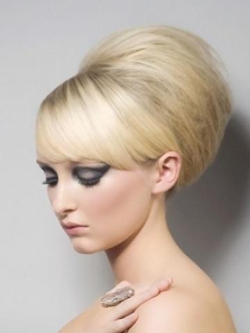 Прически с начесом на средние волосы с челкой фото