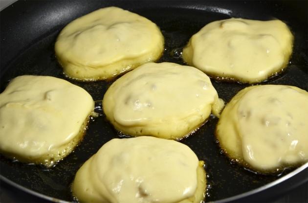Фото рецепт приготовления оладушек на кефире пышные