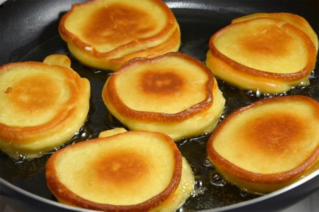 Рецепт приготовления оладьев на кефире с яблоками