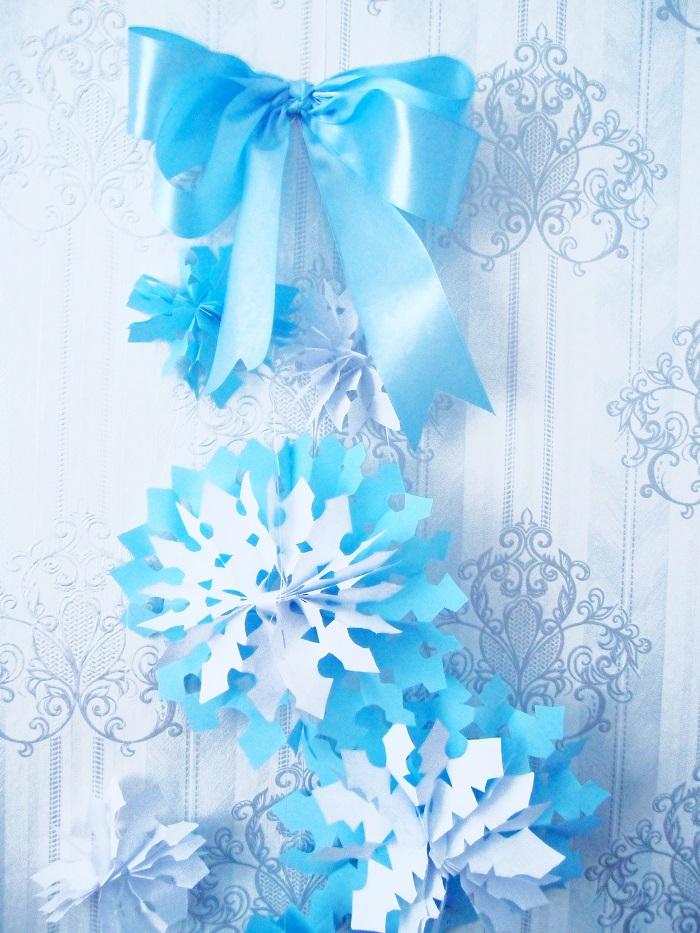 Объемные снежинки с бантом