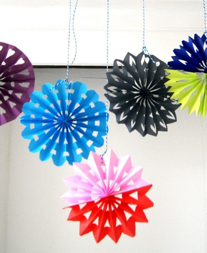 Веерные снежинки разных цветов