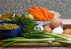 Как подготовить ингредиенты для салата