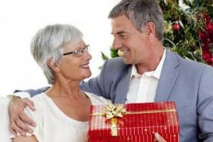 Как выбрать подарок бабушке на новый год