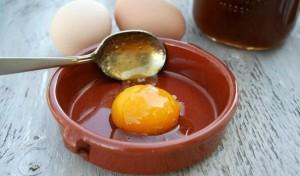 Маска с яйцом и медом для волос