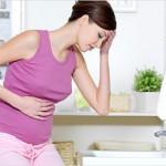 Могут ли при беременности идти месячные: возможные отклонения и особенности кровянистых выделений по...