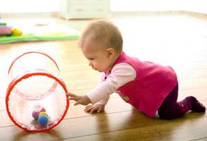 Можно ли помочь ребенку научится ползать