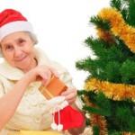 Выбираем подарки бабушке на Новый год: купить или сделать своими руками?