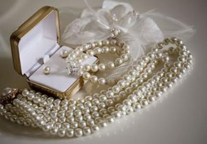Подарок к жемчужной свадьбе от супруга