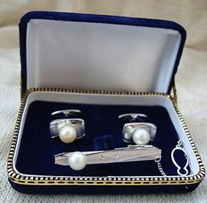 Подарок к жемчужной свадьбе от супруги