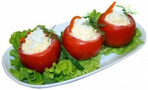 Помидоры фаршированные сыром и чесноком очень вкусно и сытно