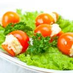 Помидоры, фаршированные сыром и чесноком: простая и невероятно вкусная закуска
