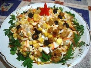 малибу салат рецепт ингредиенты колбаса, кириешки, помидоры, огурцы