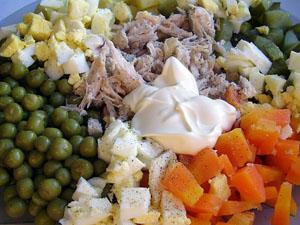 Салат оливье с куриным мясом