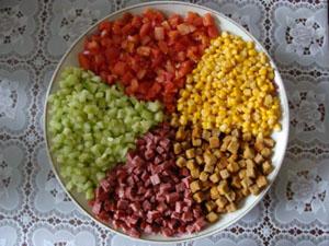 Салат радуга с сухариками кириешки