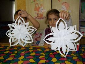 Простые в изготовлении снежинки из бумаги