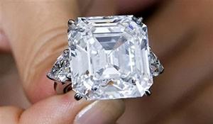 Свадебные кольца с бриллиантами как подарок юбилярам