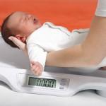 Сколько должен весить ребенок в 3 месяца при грудном или искусственном вскармливании