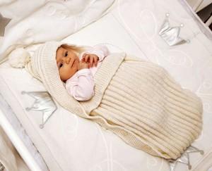 Вязаный конверт-кокон для новорожденного