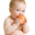 Особенности первого  прикорма при искусственном вскармливании, сроки и советы специалистов