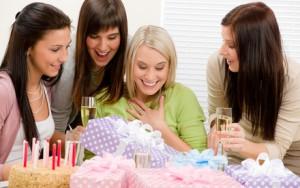 Идеи вручения подарка подруге на день рождения