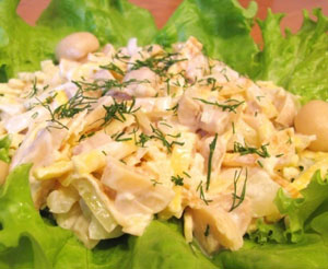Салат блинный с курицей