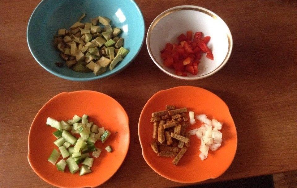 Рецепт простого постного салата с авокадо