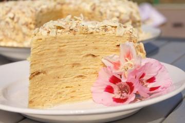 предлагаем вам самый лучший рецепт торта наполеон на десерт