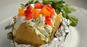 Картофель запеченный в фольге на ужин