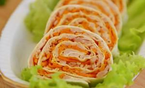 Рулет с ветчиной и корейской морковкой