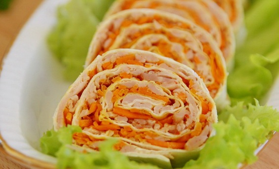 Закуска с лаваша и корейской морковкой