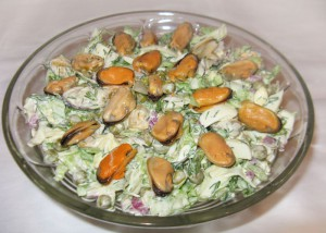 В салат добавим мидии