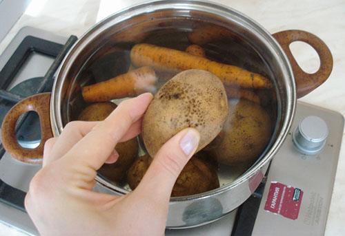 Отварка овощей и яиц для салата столичный