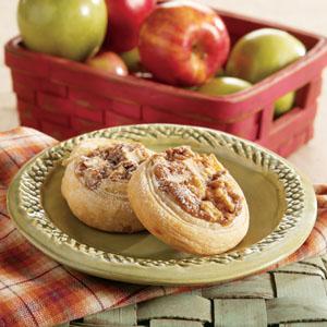 Пирожки со сгущенкой и грецким орехом из слоеного теста