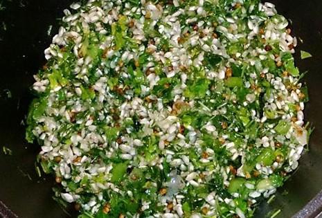 Рис гречка зелёный лук с добавлением укропа и петрушки с последующим обжариванием