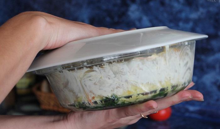 Приготовление салата полянка наоборот