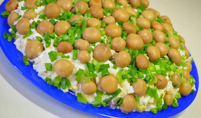 Приготовление салата полянка