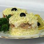 Салат с сайрой и яйцом: простой, но вкусный рецепт