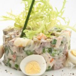 Салат Оливье: выбор ингредиентов и подробные рецепты приготовления