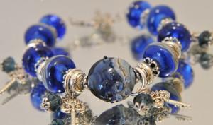 Светло голубой прозрачный камень сапфир