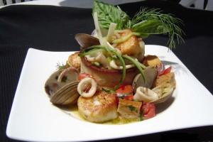Вкусный рецепт горячего салата из морепродуктов