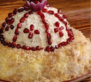 Украшаем салат шапка мономаха луковицей