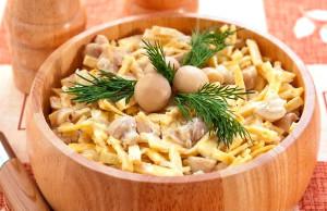 Вариант приготовления салата из блинов с копченой курицей