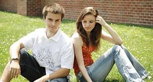 Знаки симпатии девушки к парню при первом знакомстве